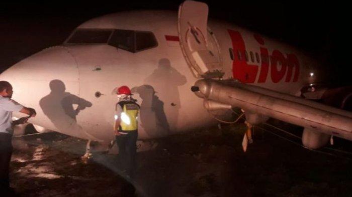 Pesawat Lion AIr Tergelincir di Bandara Gorontalo, Penumpang Basah-basahan Dievakuasi