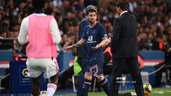 Lionel Messi Kesal Ditarik Keluar, Tak Mau Jabat Tangan Pelatih dan Duduk Hiasi Bangku Cadangan PSG