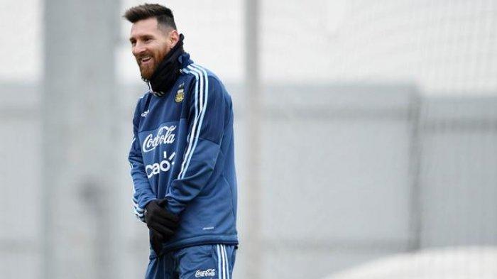 Senyuman Lionel Messi Saat Latihan di Hari Ulang Tahunnya Setelah Dirundung Kekalahan