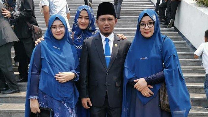 Anggota DPR Ini Bawa 3 Istri Cantik Saat Pelantikan, Bagikan Tips Poligami