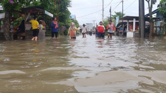 FOTO-foto Banjir Melanda Kampung Amau Belitung - luapan-banjir-yang-terjadi-di-belitung.jpg