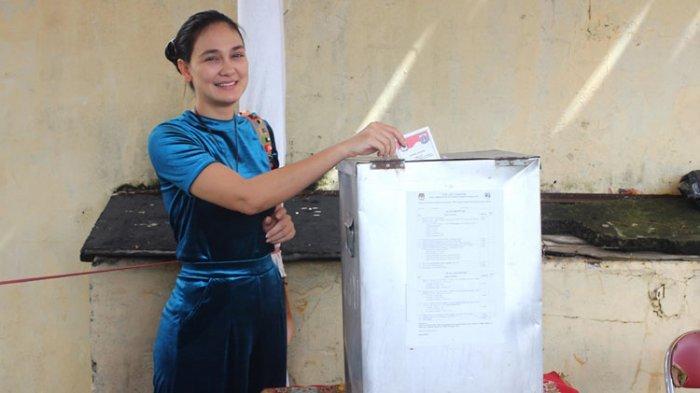 Luna Maya Protes di TPS, Status Ini Picu Celetukan Warga