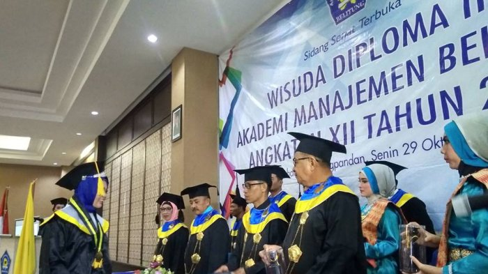 AMB Wisuda 71 Mahasiswa Diploma III, Huzaidi Husin Berharap Silaturahmi Tetap Terjaga - mahasiswa-amb-wisuda_20181030_092736.jpg