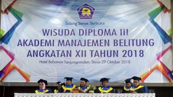 AMB Wisuda 71 Mahasiswa Diploma III, Huzaidi Husin Berharap Silaturahmi Tetap Terjaga - mahasiswa-amb-wisuda_20181030_092742.jpg