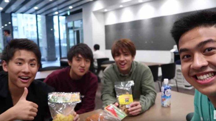 Video Mahasiswa Jepang Cicipi Snack Indonesia Ditonton 4 Juta Kali, Ada yang Sampai Keluar Airmata