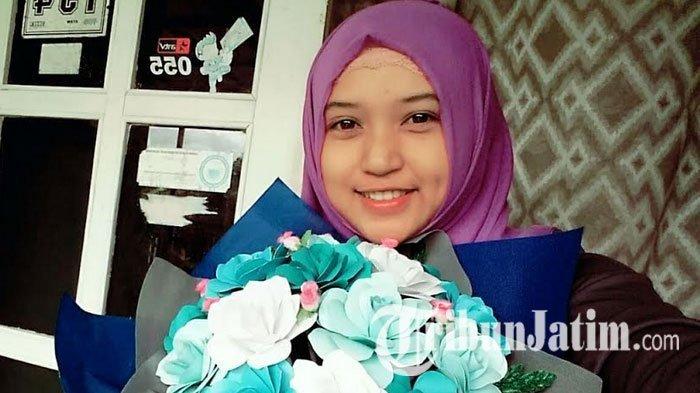 Berawal dari Hobi, Mahasiswa Cantik Ini Geluti Bisnis Bunga Kertas, Hasilnya Lumayan Loh