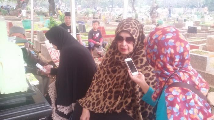Keluarga Ziarahi Makam Ustaz Jefry Al Buchori Jelang Ramadan
