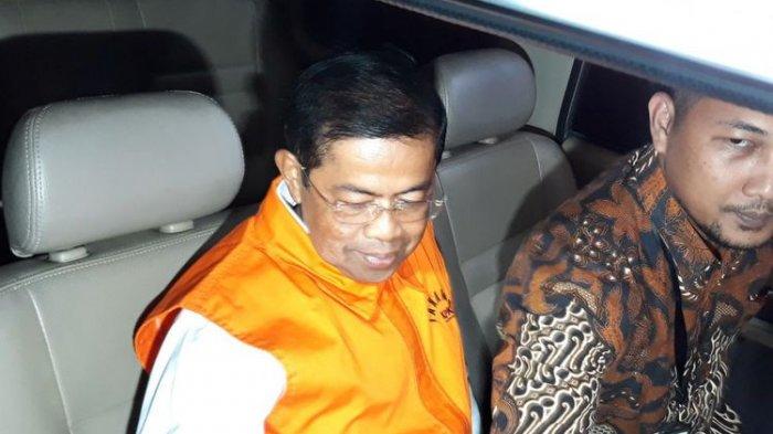 Mantan Sekjen Partai Golkar, Idrus Marham ditahan seusai diperiksa di Gedung KPK Jakarta, Jumat (31/8/2018).