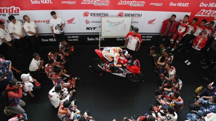 Marc Marquez Ajari Pebalap Lokal Untuk Meraih Juara di Sirkuit