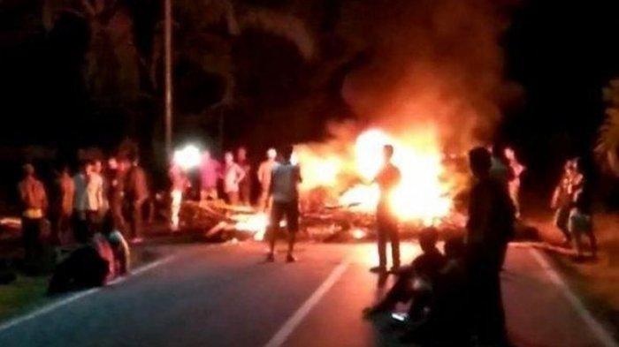 Massa Pendukung Caleg PDI-P Blokade Jalan Lintas Sumatera