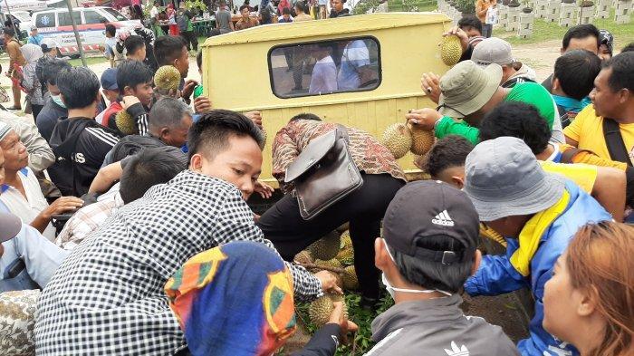 Gagal Acara Makan Durian Bersama di Bangka Tengah, 2.000 Durian Habis Sekejab Dibawa Pulang Warga