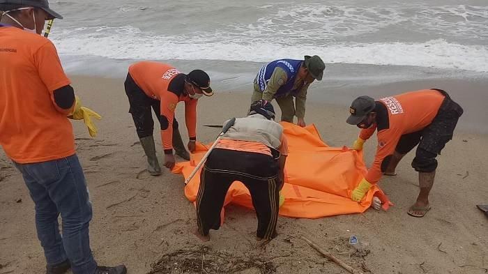 Mayat Ditemukan di Pantai Lubuk Besar, Diduga Jazad Pemancing yang Hilang