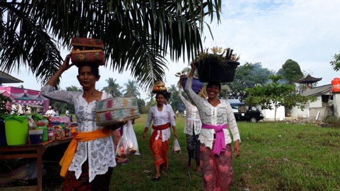 Ratusan Transmigran Bali Gelar Melasti di Dusun Balitung