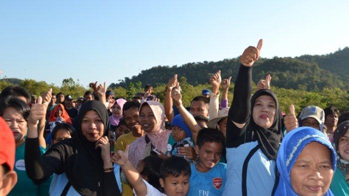Warga Simpang Tiga Belitung Timur Antusias Ikut Jalan Sehat BBGRM IV Tahun 2018