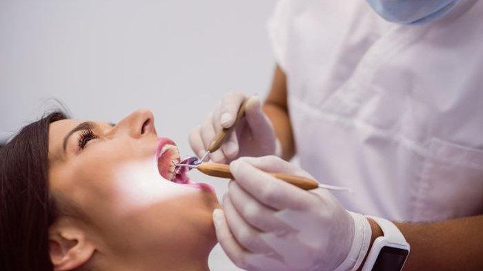 Pakai 5 Obat Alami Ini Karang Gigi Rontok Seketika dan Bau Mulut Hilang!