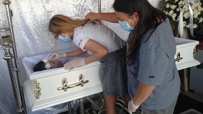 Gadis Mantan Model Ini Tersenyum di Peti Mati, Ternyata Ini Permintaannya 5 Hari Jelang Kematian