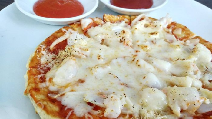 Yuk, Cicipi Menu Promo Hotel Max One - menu-favorit-di-hotel-max-one-yakni-kelayang-pizza-yang-berisi-topping-seafood-dan-keju-mozzarela_20180319_211202.jpg