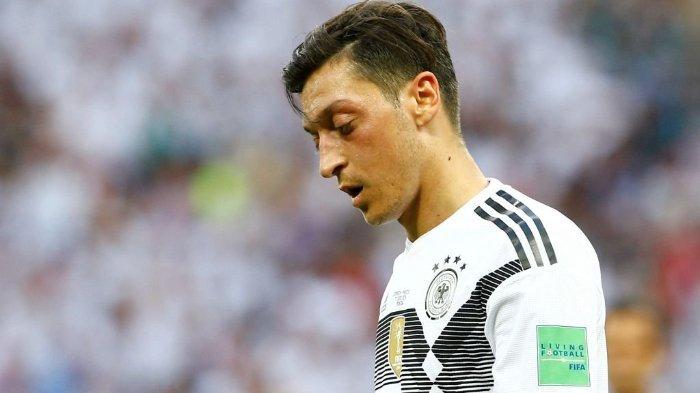 Mesut Ozil Diperlakukan Rasis, Timnas Jerman Kena Hukum Karma, Dipermalukan Timnas Inggris