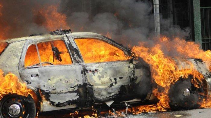Mercedes Benz Terbakar Usai Ditabrak Honda CRV, Ini Penyebab Mobil Terbakar Usai Kecelakaan