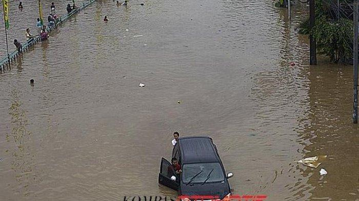 Harga Mobil Bekas Banjir Terjun Bebas, Ini Efek Buruk Beli Mobil Bekas Banjir
