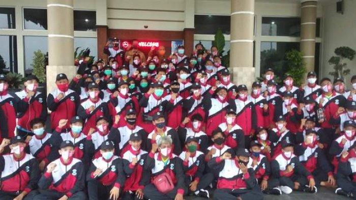 Wali Kota Pangkalpinang, Maulan Akil melepas 71 atlet di halaman Kantor Walikota Pangkalpinang untuk menuju Popda 2020 tingkat provinsi, Senin (2/11/2020).