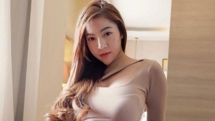 Selebgram Monica Indah Perbesar Payudara tapi Ternyata Fatal, Kesakitan Setelah Disuntik Cairan
