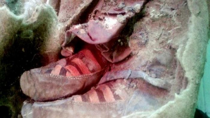 Mumi Berusia 1.500 Tahun Ini  'Bersepatu'  Adidas