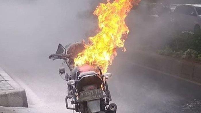 Kali Ini Jenis Motor Sport, Sepeda Motor Terbakar Lagi di Jalan,