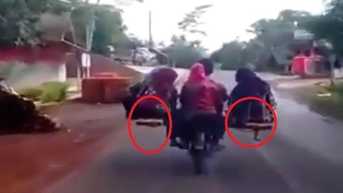 Lagi Viral! Motor Roda Dua, Tapi Jumlah Penumpangnya Bikin Geleng-geleng Kepala