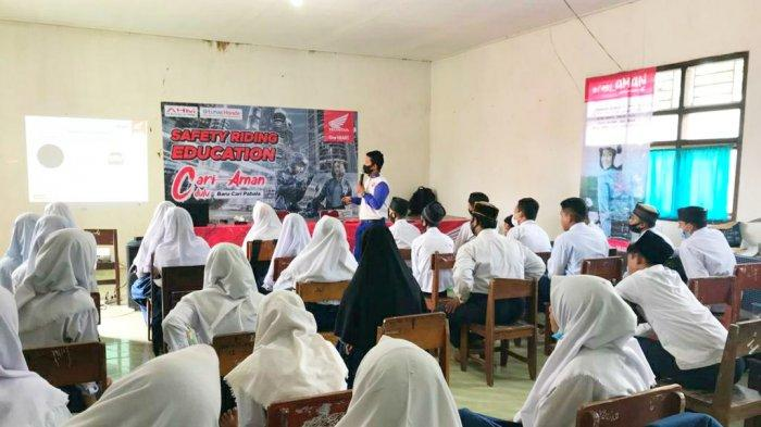 Cari_Aman Sebelum Cari Pahala, Honda Gelar Safety Riding Education di MTS Muhammadiyah Gantung