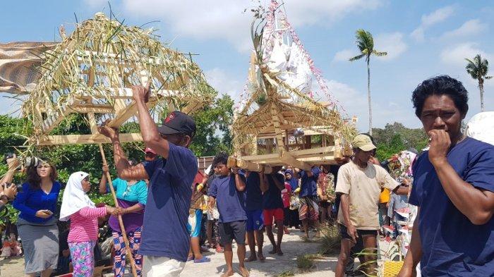 Disbudpar Beltim Fasilitasi Buang Jong Suku Sawang, Wabup : Lestarikan Budaya Majukan Pariwisata - muang-jong_20180212_093708.jpg