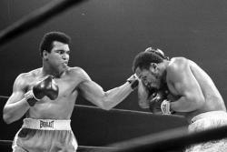 Muhammad Ali Dilarikan ke Rumah Sakit