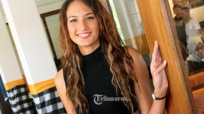 Nadine Chandrawinata Dicecar 24 Pertanyaan Saat Jadi Saksi Kasus AA Gatot