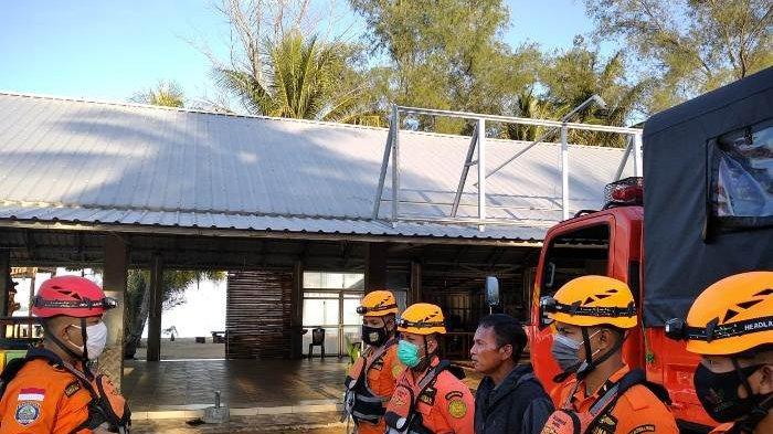 Anggota Tim Rescue Pos SAR Belitung melakukan  pencarian terhadap seorang nelayan hilang, Rabu (20/10/2020)