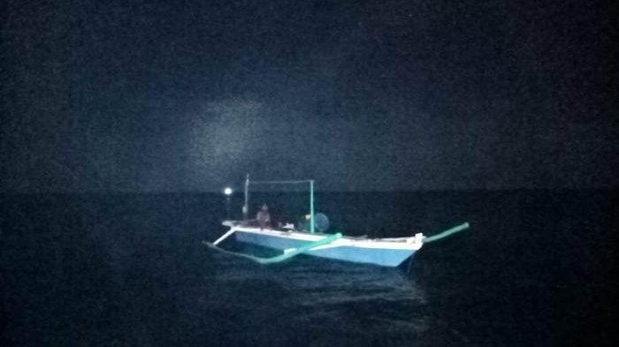 Perahu kater nelayan Manggar yang mengalami kerusakan mesin
