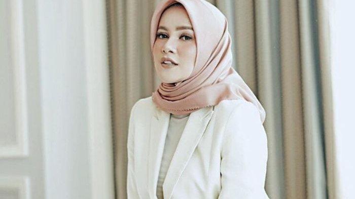 BIODATA Olla Ramlan, Berawal Juara Cover Girl 1997, Kebanjiran Tawaran Bintang Iklan dan Model