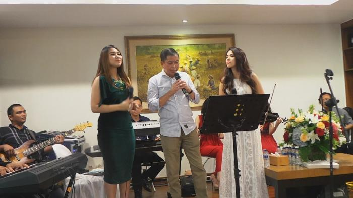 Open House, Menhub Bernyanyi Dua Lagu Istri Berjoget