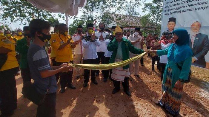 Hadra dan Pantun Bersambut Antar Bapaslon BERAKAR Mendaftar ke KPU Belitung Timur