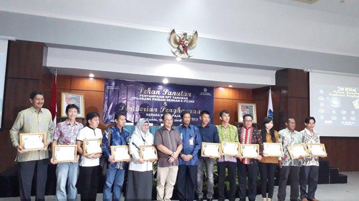 Kanwil DJP Sumsel dan Babel Berikan Penghargaan Bagi Wajib Pajak