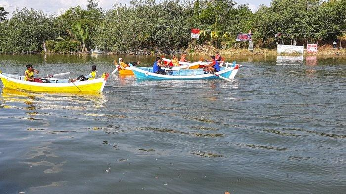 Warga Antusias Saksikan Semifinal Lomba Perahu Dayung Tradisional Desa Buding