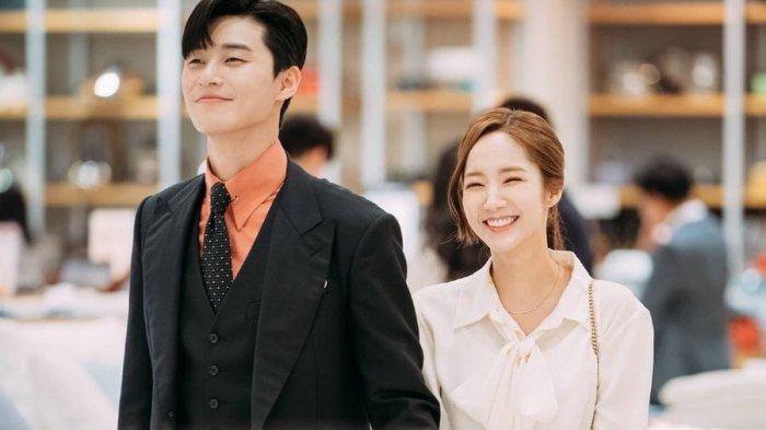6 Idol KPop Melakukan Skandal Cinta yang Menggemparkan Sepanjang 2018