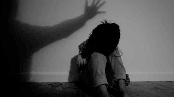 Ayah Pasang CCTV di Rumah, Temukan Fakta Mengejutkan yang Dilakukan Pengasuh Anak