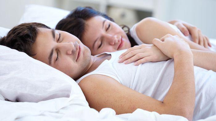 Suami Istri Lestarikan Pelukan Yuk, Ini Khasiatnya