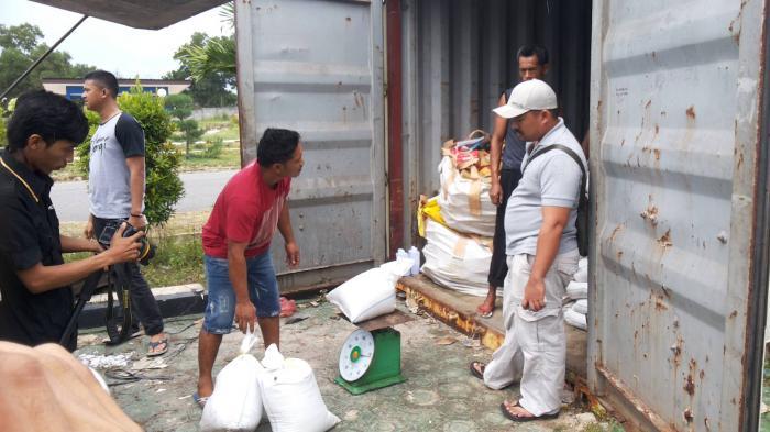 Tak Berizin, Polisi Sita 8 Ton Timah Ilegal dari Gudang Kolektor di Sungailiat