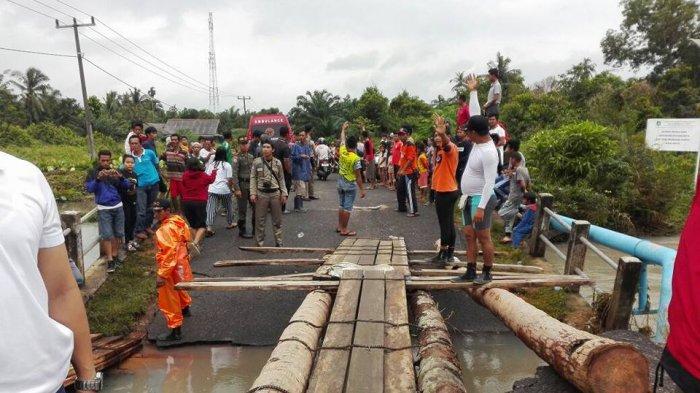 Rustam Salut, Kader PDI Perjuangan Tanggap Bantu Korban Banjir