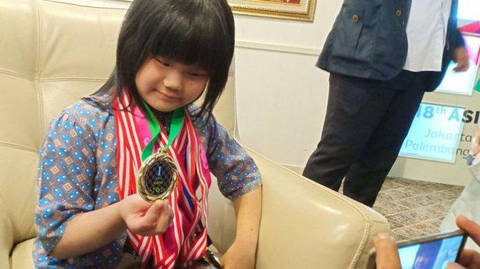 Samantha Gadis Cilik Ingin Pecahkan Rekor Jadi Grandmaster Catur Termudah di Dunia