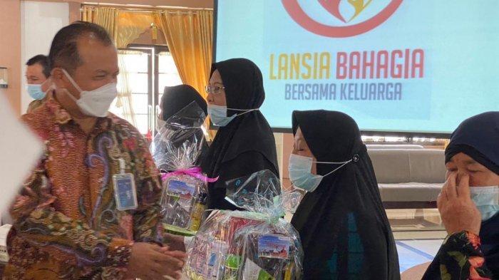Peduli Kesejahteraan Sosial, PLN Terima Penghargaan dari Gubernur Bangka Belitung