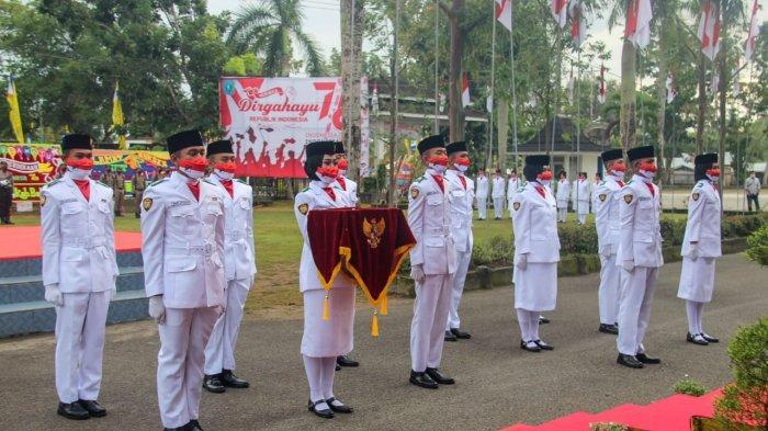 PELAKSANAAN kegiatan upacara peringatan HUT RI ke-76 di halaman Kantor Bupati Belitung, Selasa (17/8/2021). (IST/dok Prokopim Belitung)