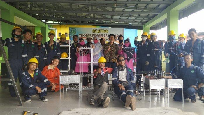 LPK Mahesa Latih Pengelasan Warga Kelurahan Parit