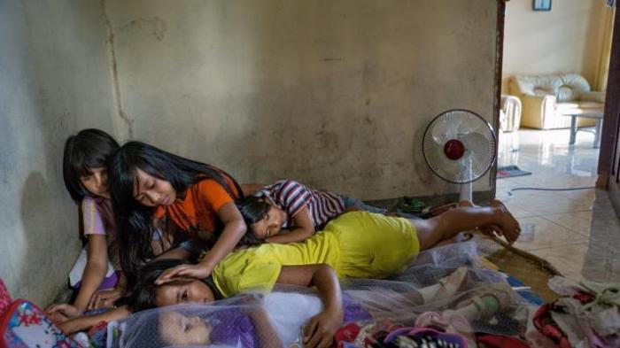 Setelah Beberapa Tahun Berlalu, Keluarga Akan Bawa Makanan dan Rokok untuk Almarhum